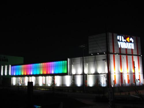 虹色の光のカーテンが目立ちますね!!