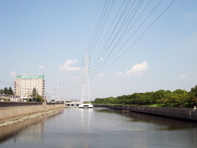 水路の中に鉄塔!?