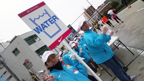 給水所のボランティア風景
