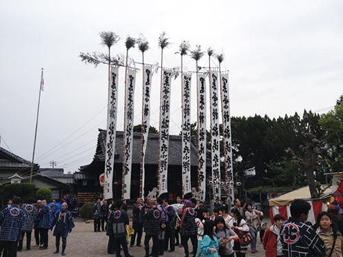 神社に並ぶ幟