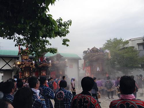 山ノ神社へ向かう山車
