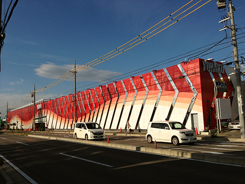 これが生まれ変わった砂川店です。