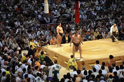 生で見る大相撲は迫力がありますね~