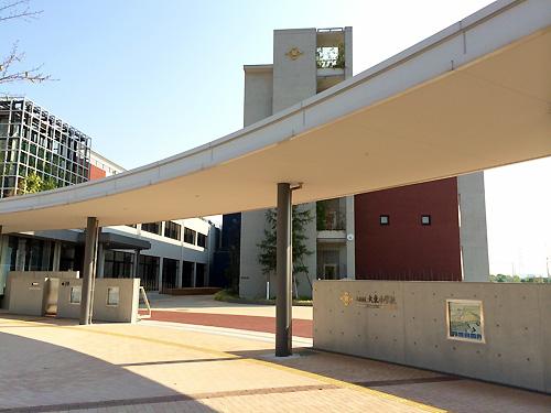 大東小学校の正門