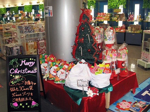 森岡店のクリスマス景品コーナー