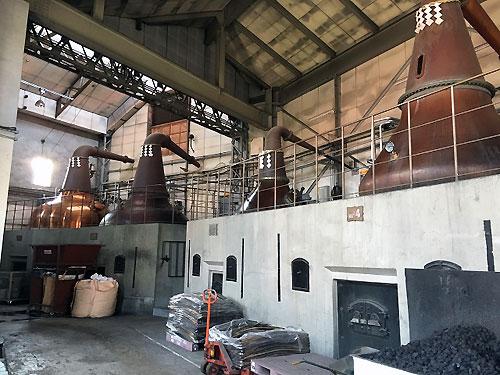 石炭直火蒸溜所です。