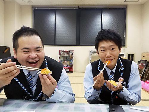伊藤くんと食べてる!