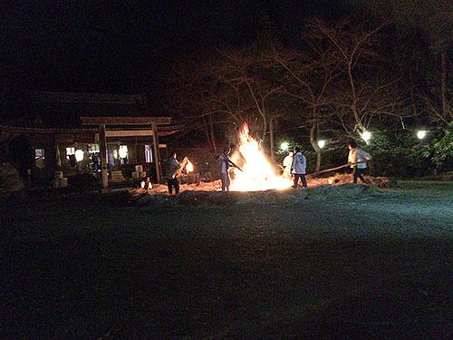 野間神社のかがり火
