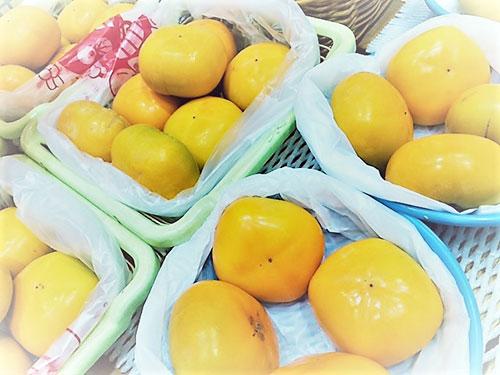 これは新田店の果物コーナーです☆