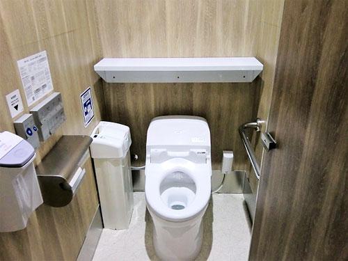 じゃーん!同じトイレには思えないでしょ?