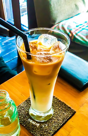 カフェラテ♪ガムシロップの瓶が可愛い!