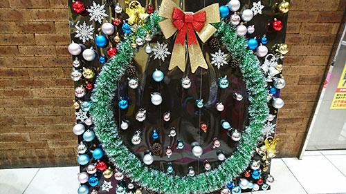 巨大クリスマスリース