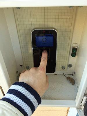 指紋認証の機械