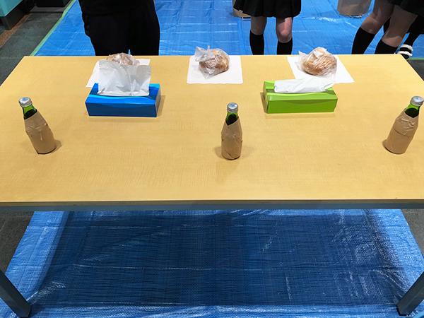 ドリンク&パン食いエリア