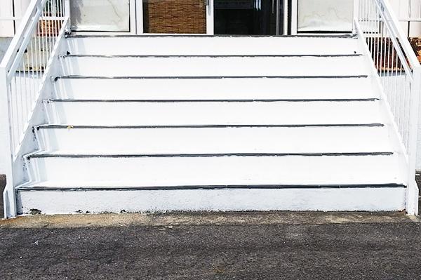 塗装後の階段