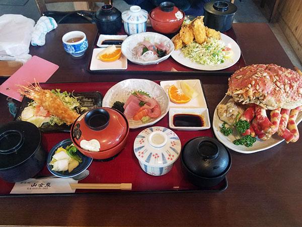 タカアシガニ定食