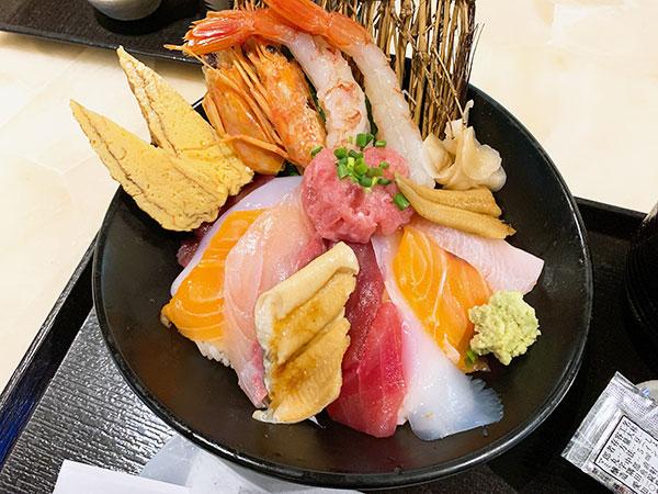 魚錠さんの海鮮丼①