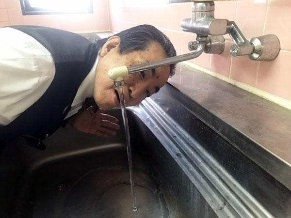 水道水を飲む