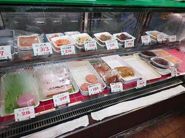 半田市清城町、揚げたてコロッケが人気「肉のツルミ」